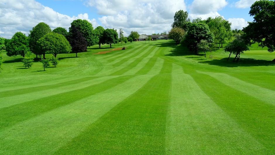 The 18th fairway back to the clubhouse | Lutterworth Golf Club